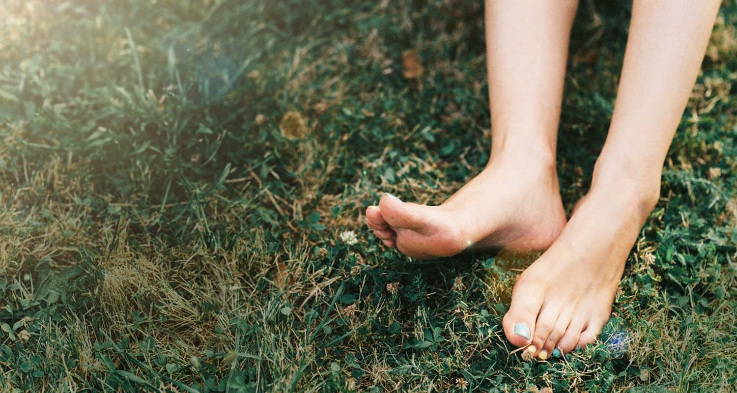 What is Earthing? Here's Why Going Barefoot Benefits Your Body